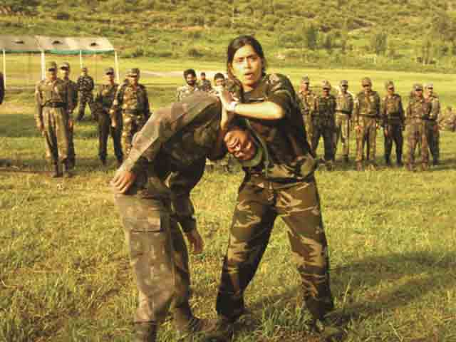 girl-Indian-army-officer-training